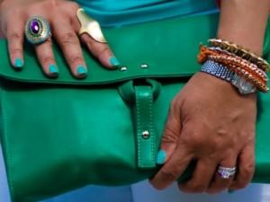 Как сочетать разные цвета и оттенки в одежде