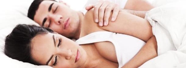 Вот что ваша поза для сна говорит о ваших отношениях - Lifter | 225x610